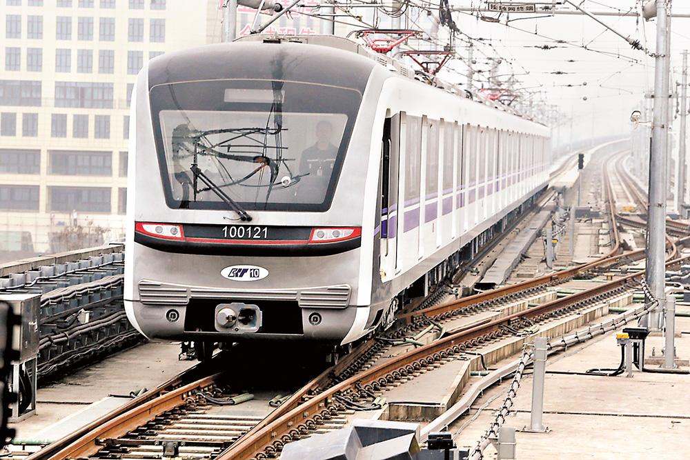 赶火车 坐飞机 更方便 坐10号线直达重庆北站北广场和