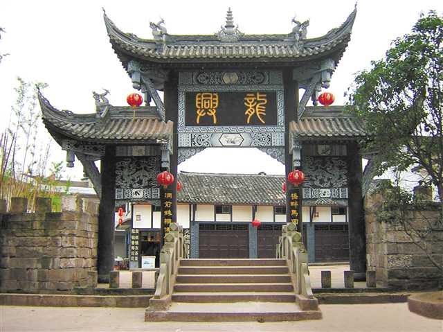 华蓥山,南天门三大天然森林公园,还有国家4a级旅游风景区——统景温泉
