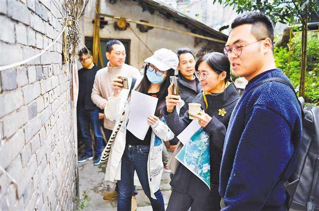 重庆首批社区规划师开启工作模式走进社区听居民心声,让社区规划设计有个性有温度