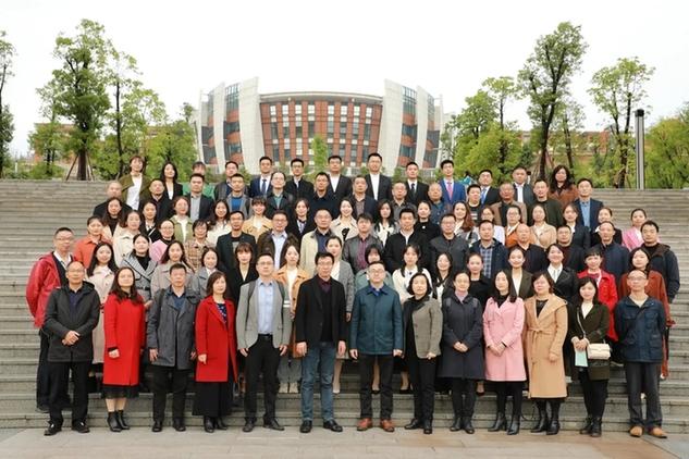 重庆市初中化学优质课大赛暨教育学会化学专委会学术年会在綦江中学举行